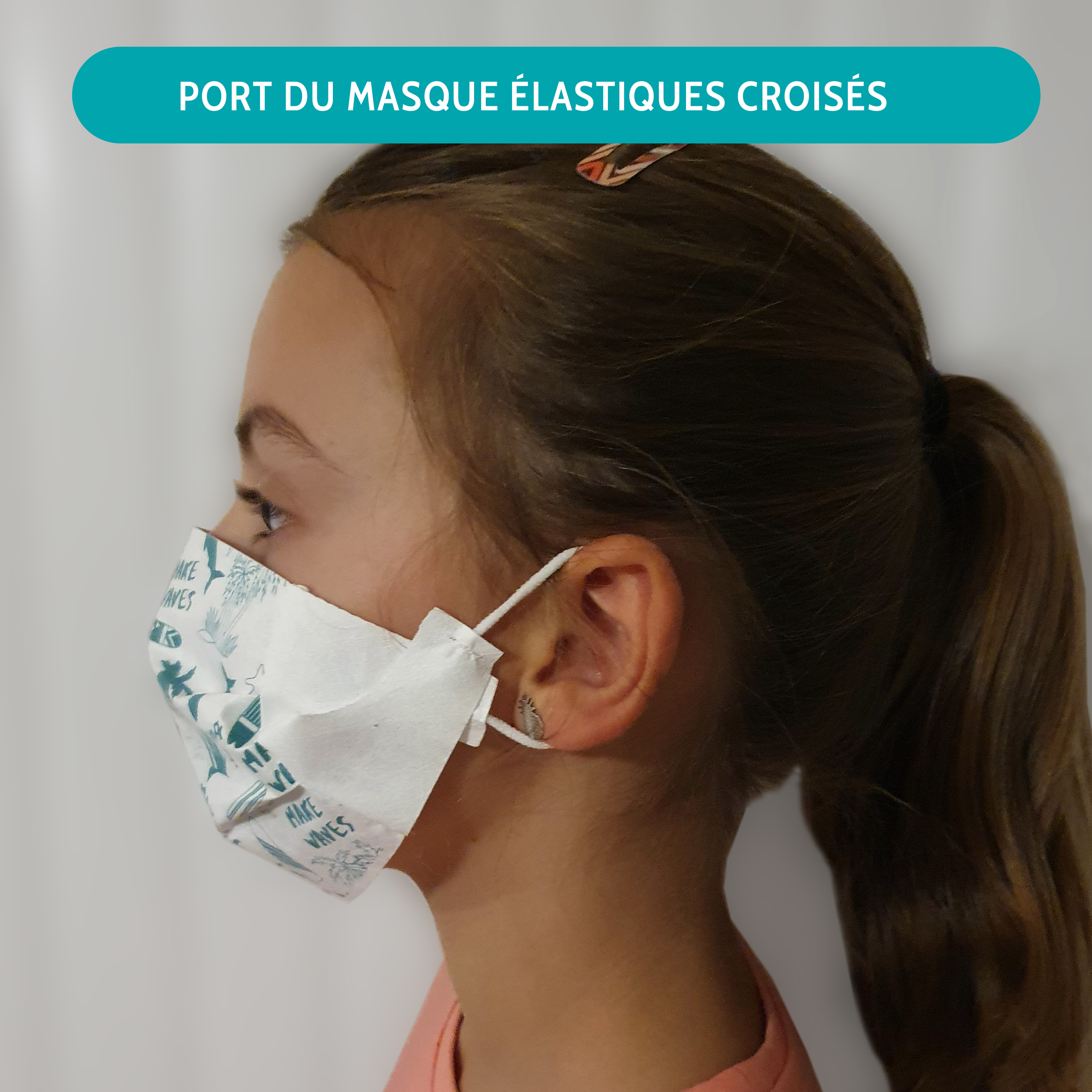 Masque petite taille porté avec les élastiques croisés